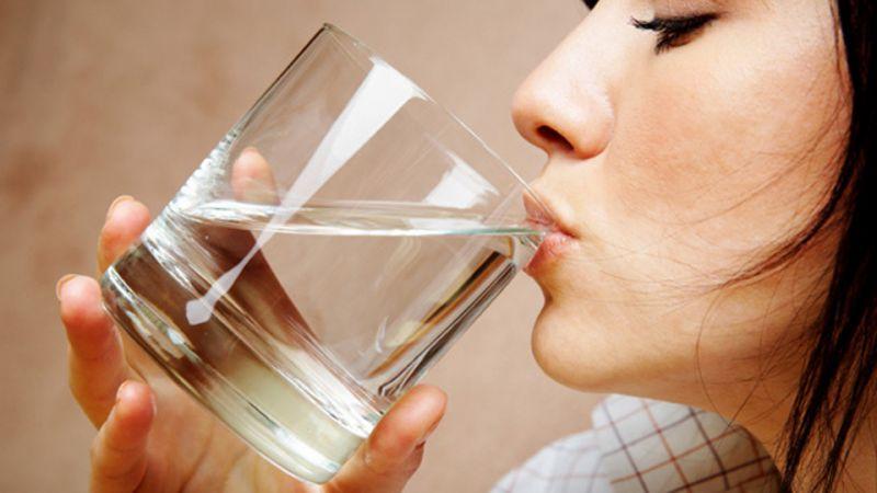 تاثیر نوشیدن آب ناشتا بر بدن