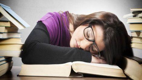 چگونه با کسالت و خواب آلودگی مقابله کنیم