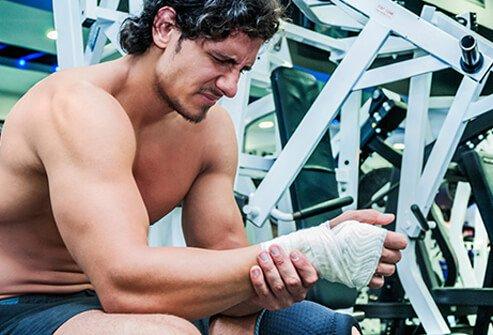 آسیب ورزشی چیست ؟ انواع آسیب ها، درمان و پیشگیری