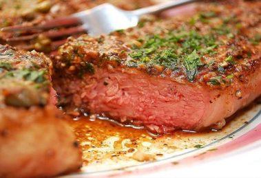 طرز مزه دار کردن گوشت استیک