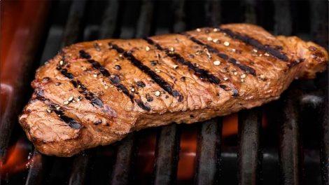 مزه دار کردن گوشت استیک