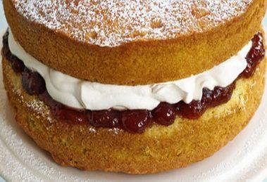 کیک اسفنجی تولد